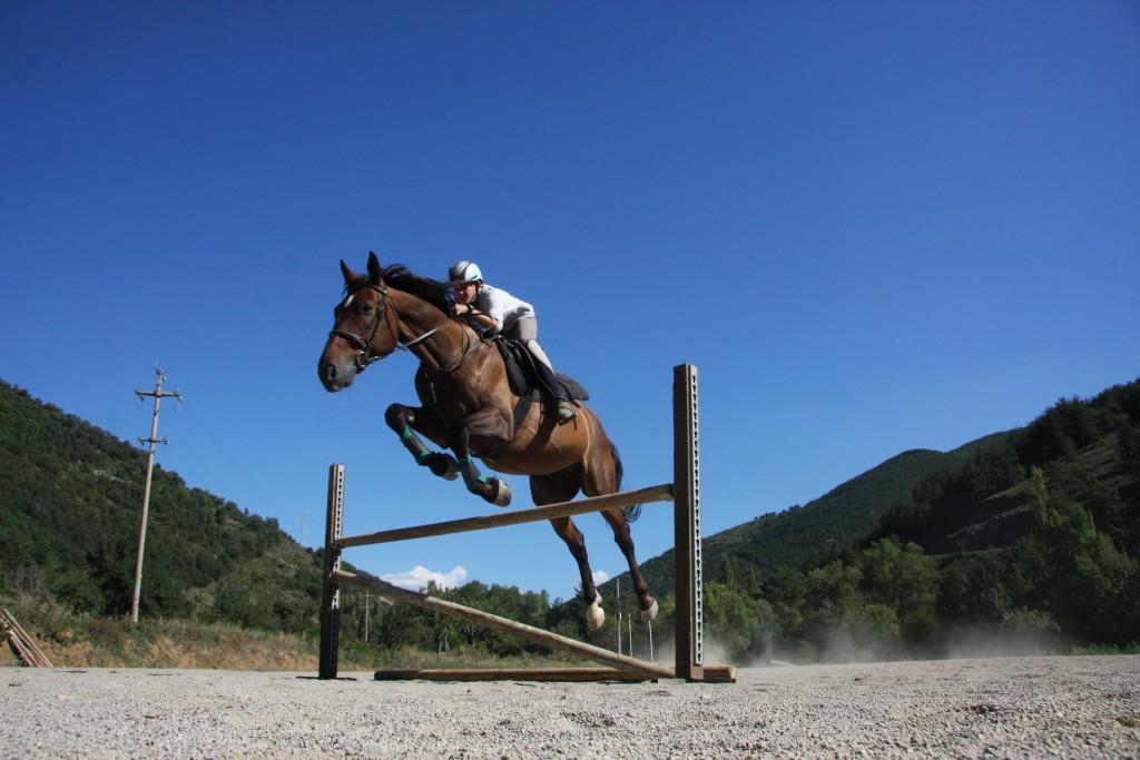 Pablo saltando a caballo