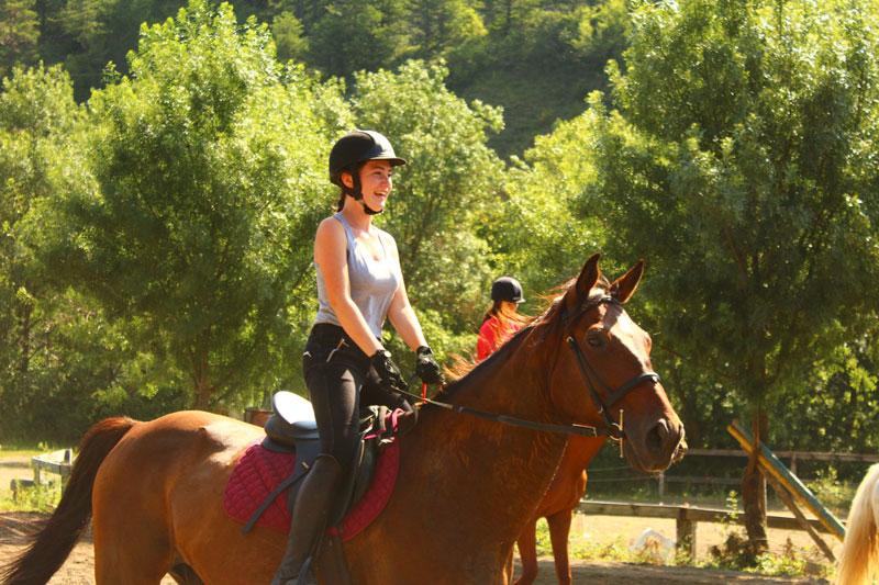 campamentos de caballos en el pirineo