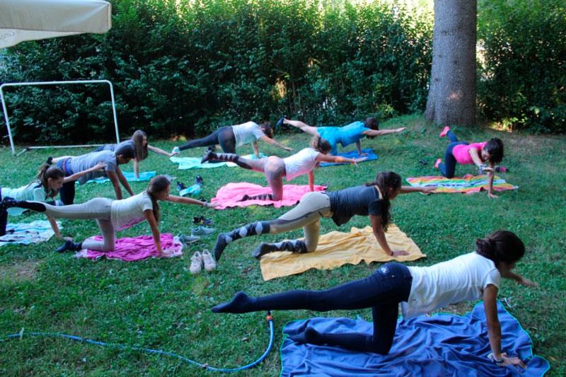 yoga en los campamentos hipicos