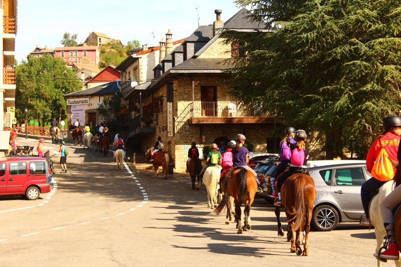 campamentos-verano-pirineo-caballos